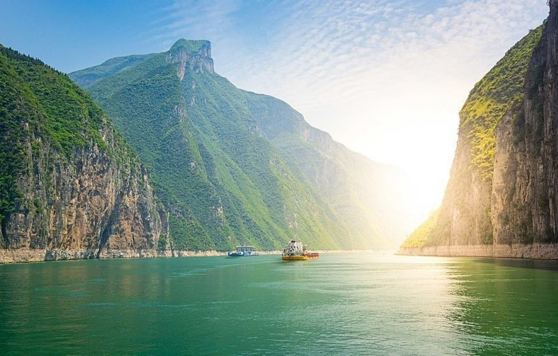 Река Янцзы, самая длинная река в Азии, в окружении холмов виды, города, китай, красота, необыкновенно, пейзажи, удивительно, фото
