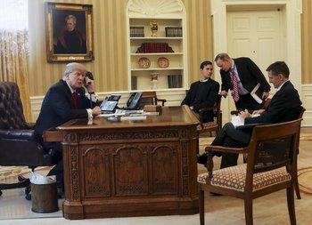 Трамп поздравил Путина, вопреки возражениям своих советников