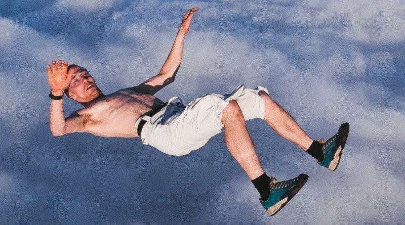 Американец прыгнул без парашюта с высоты 7,6 километра