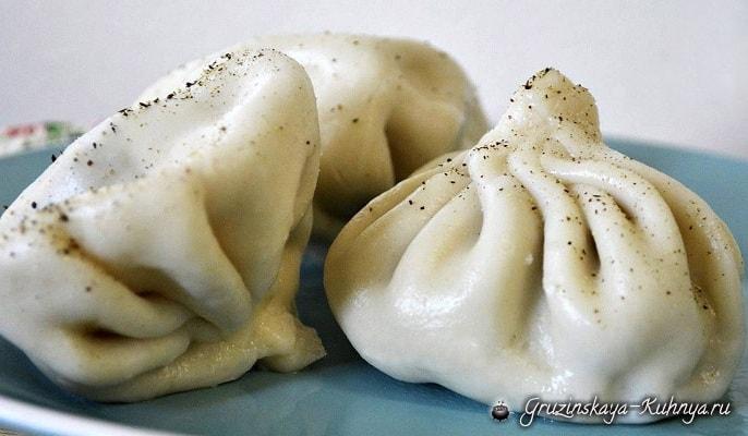Рецепт грузинский гладкого тонкого эластичного теста и сочной начинки из мяса (свинина, говядина, баранина).