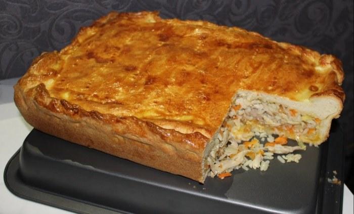 Восхитительно вкусный рисовый пирог с курицей.  Фото: youtube.com.
