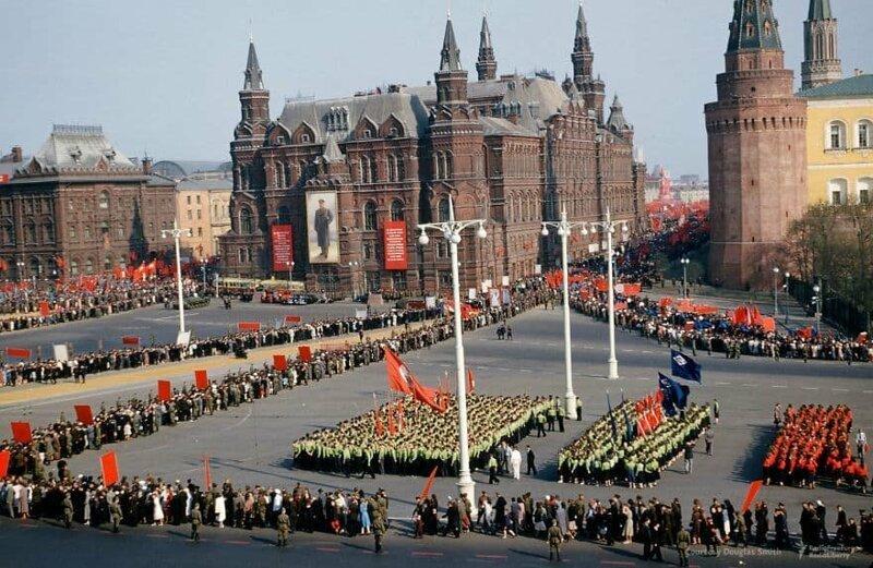Парад возле стен Кремля СССР, фото, это интересно