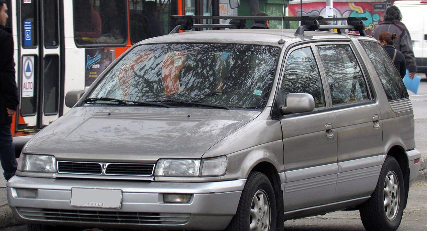 Лучший минивэн до 200 тысяч рублей: Hyundai Santamo Автомобили