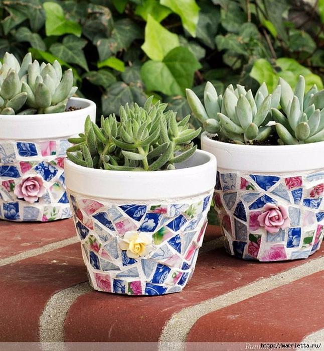 Декор цветочных горшков. Мозаика из битых тарелок