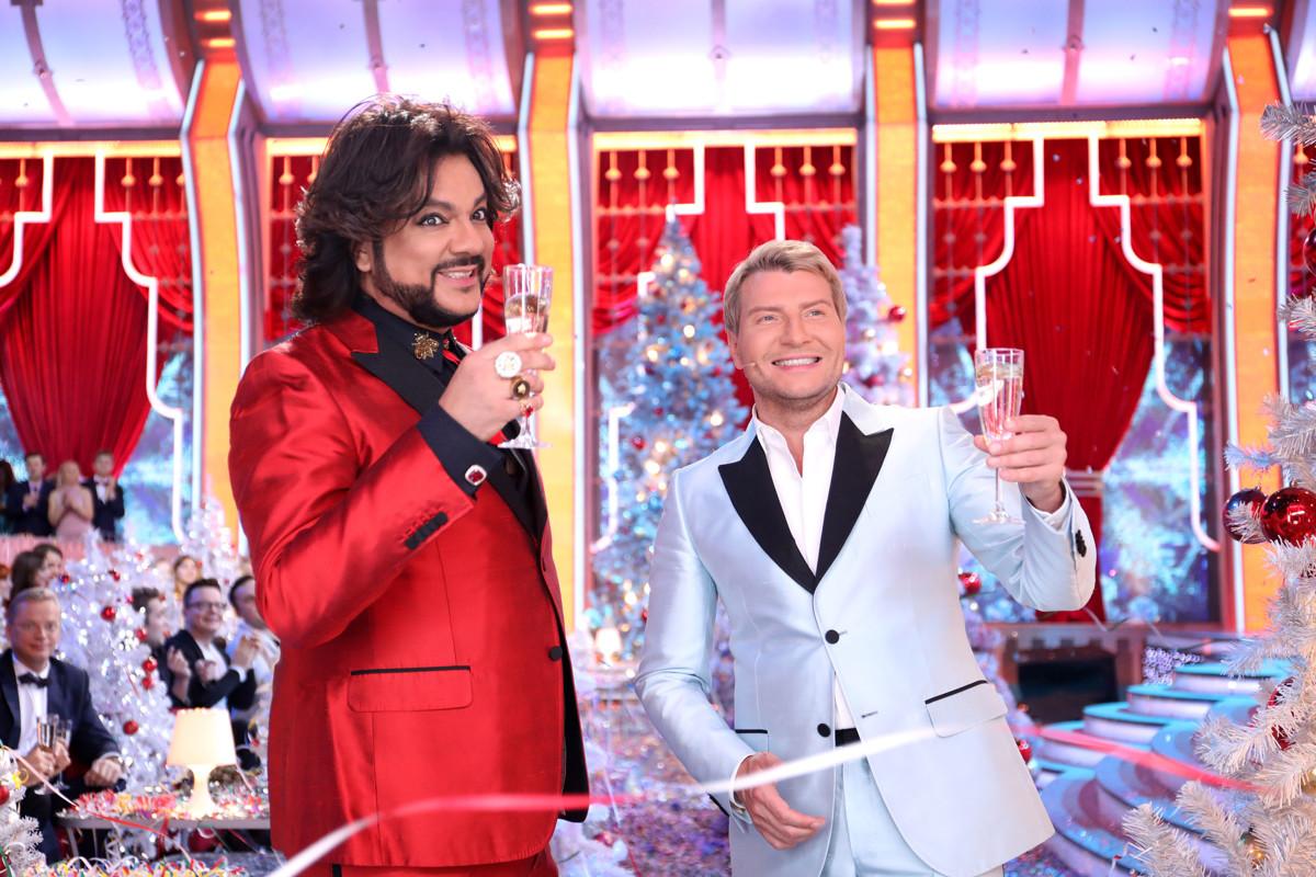 Мумифицированный Кобзон, вездесущий Басков и накрашенный Киркоров. Новогоднему мракобесию быть!