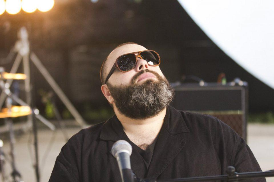 Фадеев растрогал песней «Ангел», посвященной погибшим в Кемерово детям