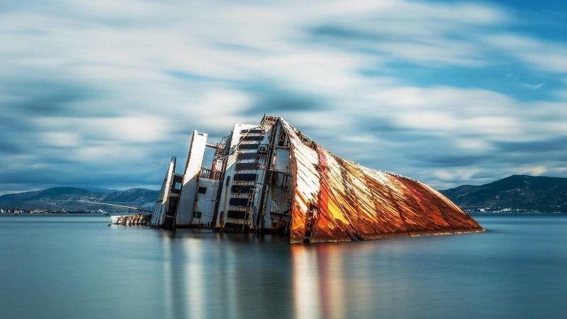 Mediterranean Sky был построен в 1952 году Ньюкасле, Англия выброшенные, жизнь, катастрофа, корабли, красота, невероятное