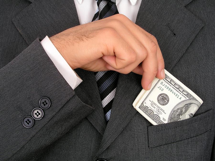 Росстат раскрыл данные о зарплатах госслужащих