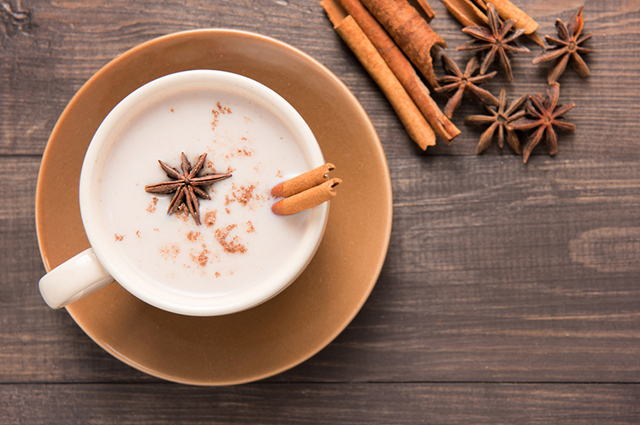 Необычные чайные напитки с молоком, перцем и облепихой