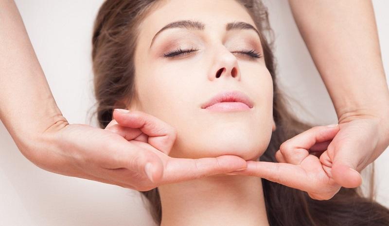 как подтянуть кожу на шее в домашних условиях