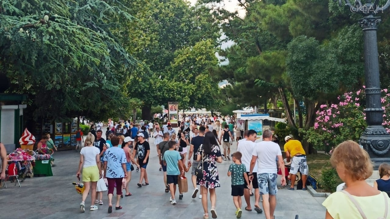 Жители Киева и Крыма оценили туристический сезон на полуострове до и после 2014 года Общество