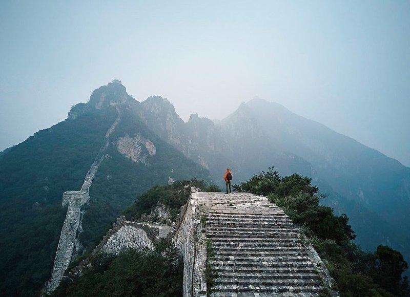 Великая Китайская стена протяженностью более 21 000 километров привлекает ежегодно 10 миллионов туристов виды, города, китай, красота, необыкновенно, пейзажи, удивительно, фото