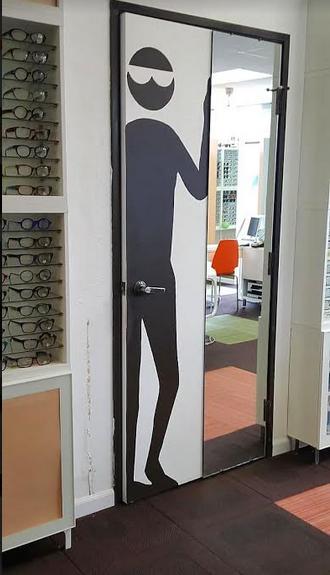 Необычная дверь