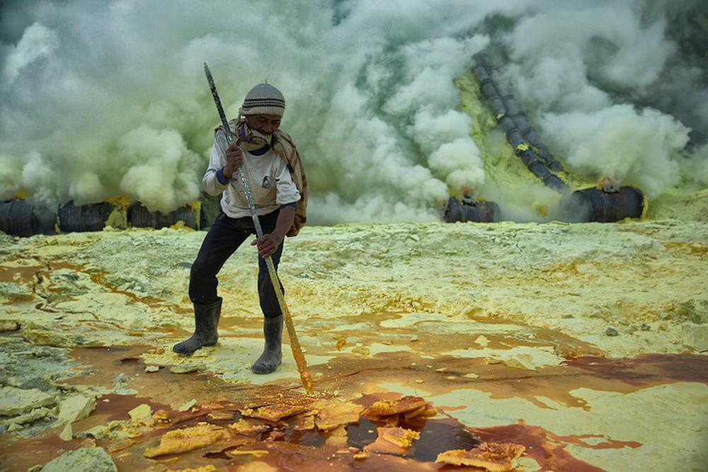 От вулкана до смертоносной шахты: как люди работают за https://mtdata.ru/u15/photo2F78/20059060484-0/original.jpg интересное