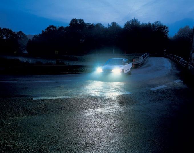 Как увеличить яркость фар автомобиля, чтобы потом не иметь проблем с полицией?