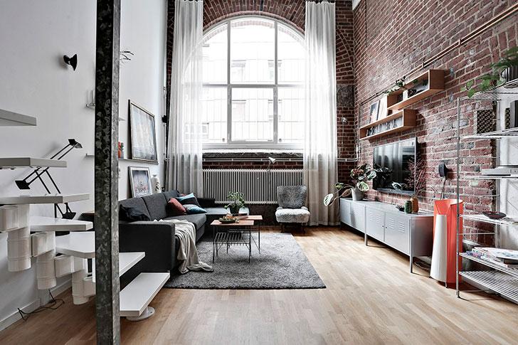 Светлый лофт с огромным окном в Швеции (65 кв. м)
