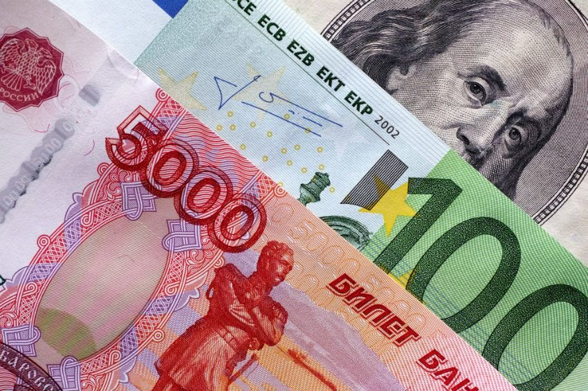 Назван курс доллара, на котором остановится укрепление рубля
