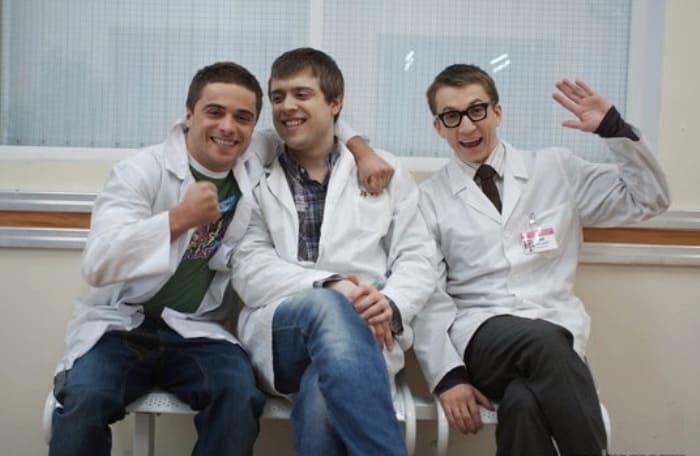 Александр Ильин-младший в сериале *Интерны*, 2010 | Фото: kino-teatr.ru