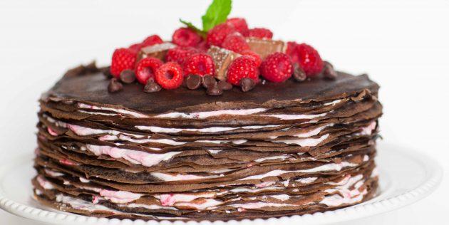 Рецепты: Блинной торт с какао и ягодами