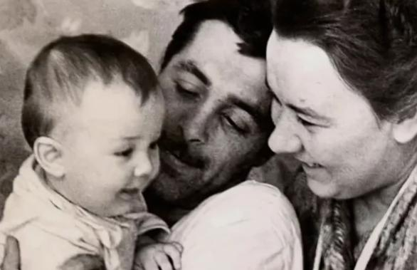 Как выглядел папа единственной дочери Людмилы Гурченко Гурченко, которая, отношения, могла, жизнь, Чтобы, наступил, отвернулась, актриса, девушки, отношениях, личных, разногласий, недолго, продлился, перемирия, ладили, Спустя, общий, трудно