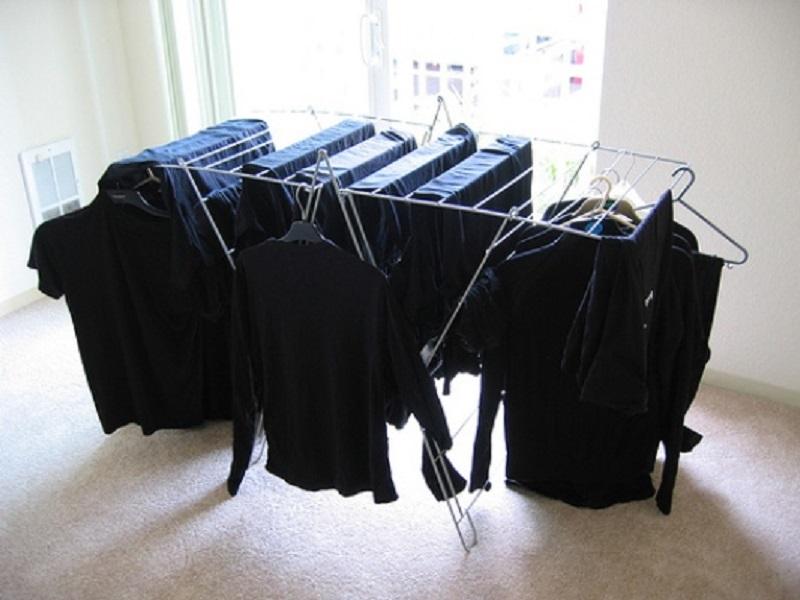 Как стирать чёрные вещи, что б они не теряли цвет