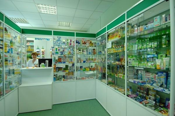 Путин посетил аптеку после в…