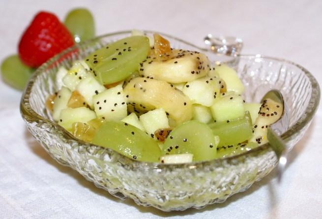 Фруктовый салат с маком