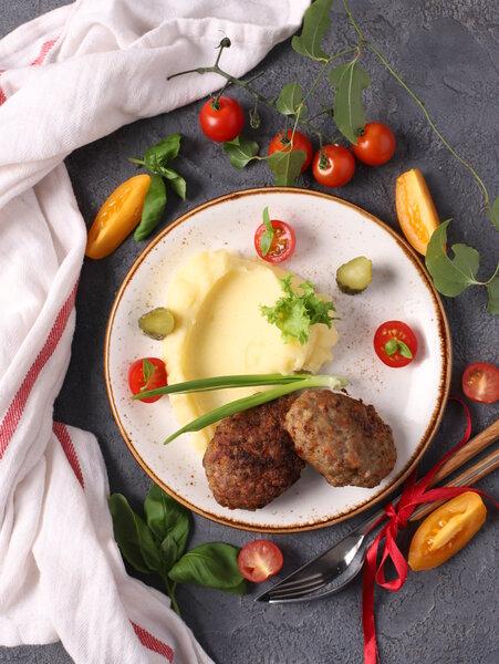Котлеты из говядины на сковороде.Фото: портал «Ура! Повара» / ura-povara.ru