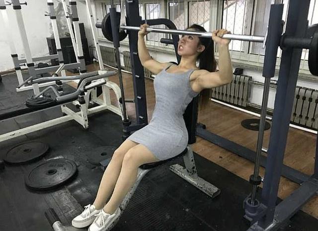 Китаянка Чен Лу поразила пользователей сети своими мышцами