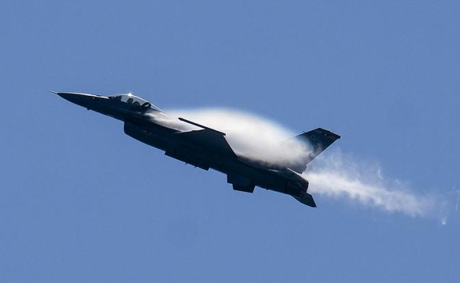 Киев мечтает натянуть шаровары на поношенные F-16
