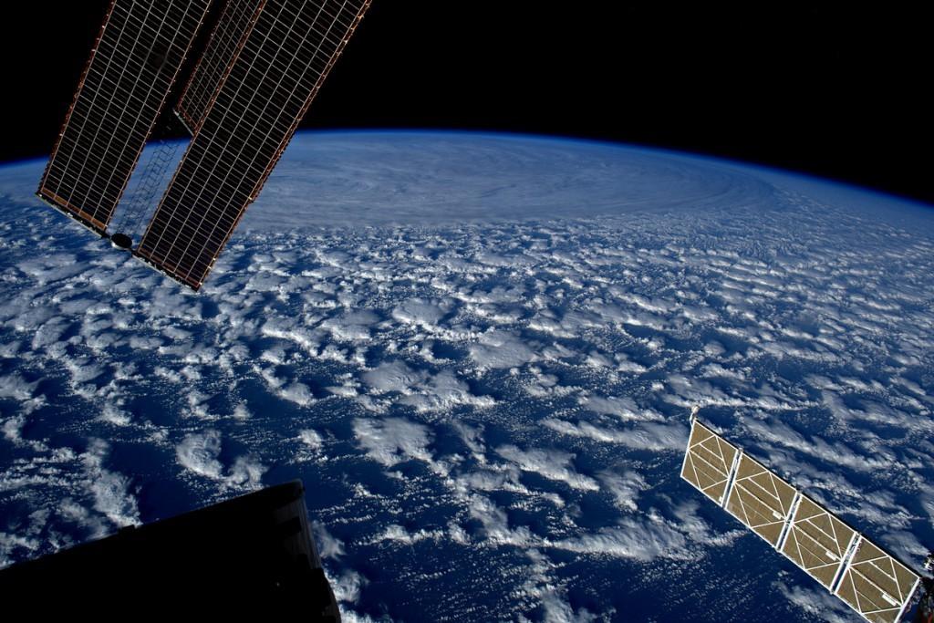 фото космоса с мкс оливковым