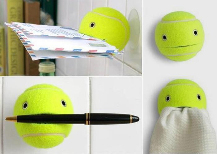 Держатель из теннисного мяча.