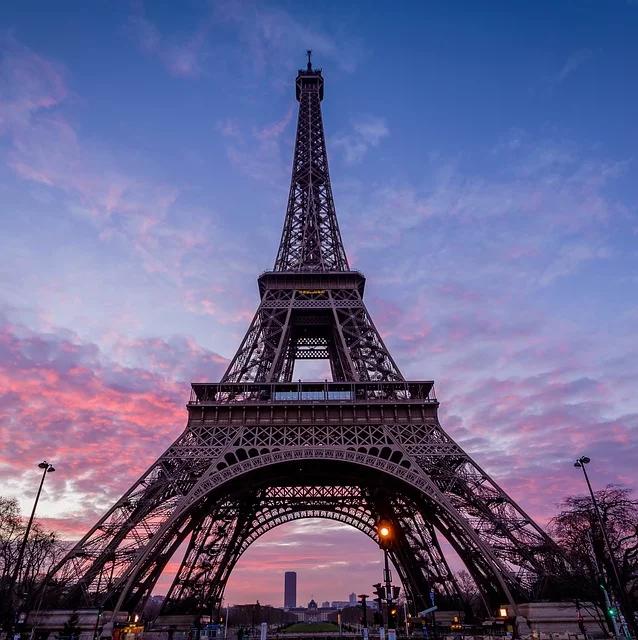 ТОП-6 интересных фактов об Эйфелевой башне, которые Вы точно еще не слышали! достопримечательности,интересное,отдых и туризм,Париж,Франция,Эйфелева башня