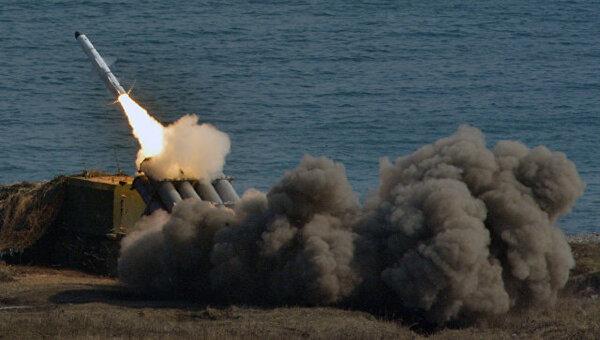 """Россия встретила корабль США пусками ракет """"Бал"""" в Чёрном море"""