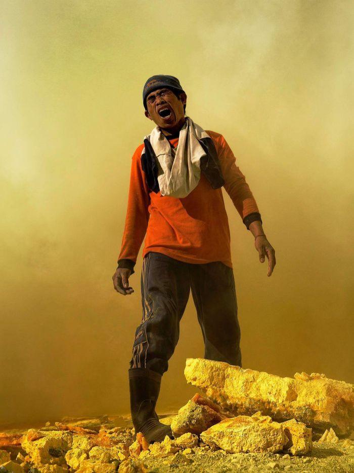 От вулкана до смертоносной шахты: как люди работают за https://mtdata.ru/u15/photo4A12/20835987635-0/original.jpg интересное