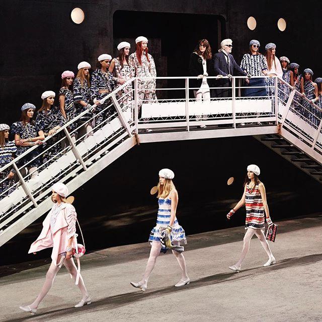 4cecb572b1b8 Круизная коллекция Chanel 2019  10 лучших образов
