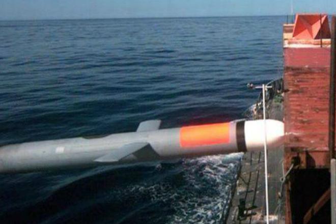Как Томагавк поражает цель ракеты, Томагавка, потрясающую, мишени, запустили, миноносца, KiddМомент, попадания, транспортировочный, контейнер, сухогрузе, показывает, Крылатые, движущейся, съемка, проходила, разных, ракурсовэффектнее, всего, конечно