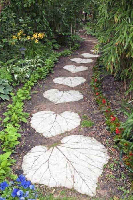 Оригинальная садовая дорожка в форме каменных листьев своими руками.