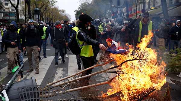 Это вам не Франция: россияне «проглотят» пенсионную реформу