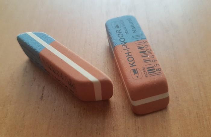 На оранжевой стороне нарисован карандаш, а на синей - ручка / Фото: comments-images.rozetka.com.ua