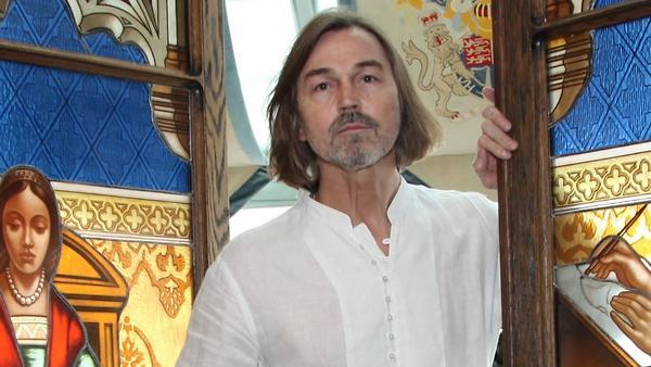 Никас Сафронов прервал работу над портретом короля Бахрейна