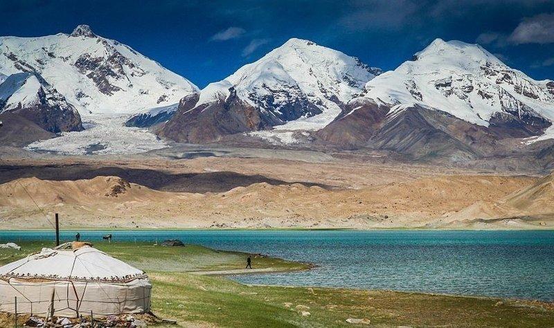 Озеро Каракул в автономном регионе Синьцзянь на северо-востоке Китая виды, города, китай, красота, необыкновенно, пейзажи, удивительно, фото