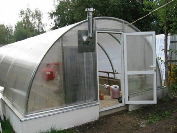 Хорошая система отопления позволит выращивать зелень круглый год