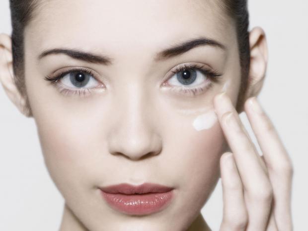 Стоп морщинам! 10 лучших антивозрастных кремов вокруг глаз