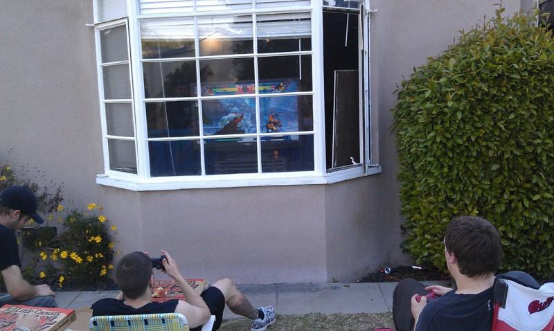 Современные беспроводные технологии, конечно, очень облегчают эту задачу дети, компьютер, поиграй на улице, приколы, юмор