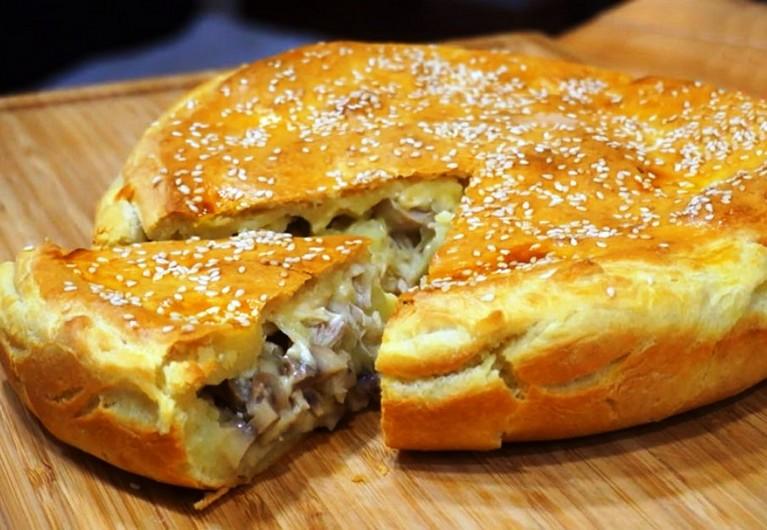 Сытный и аппетитный пирог с обалденной начинкой