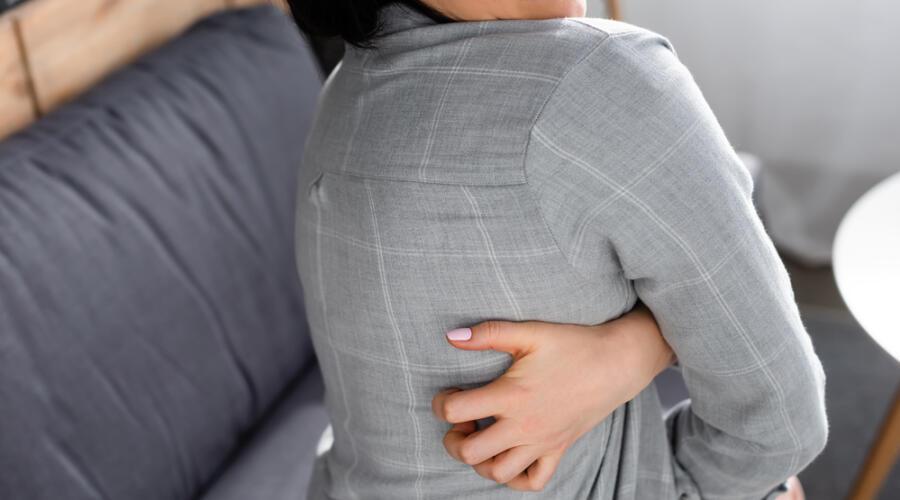 Почему чешется кожа и в чем виноват «кусачий» свитер? дискомфорт,здоровье,неприятные ощущения,предметы гардероба,шерстяная нить,шерстяные вещи