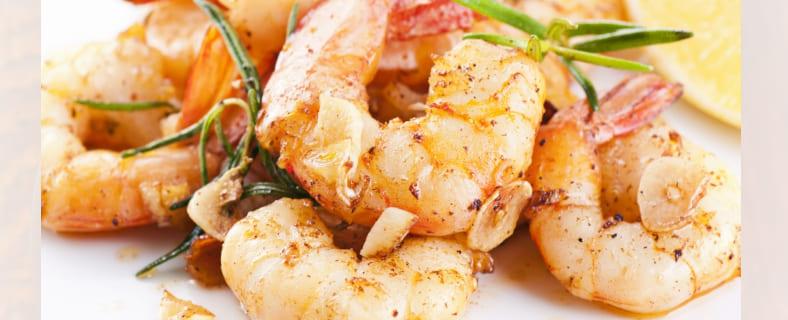6+ способов как варить креветки (с луком, лимоном, вином и по традиционному рецепту) | Сколько нужно варить креветки?