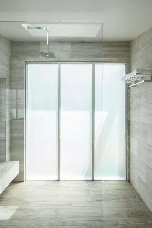 Жизнь без штор. Шесть типов непрозрачного стекла, которым можно отгородиться от мира