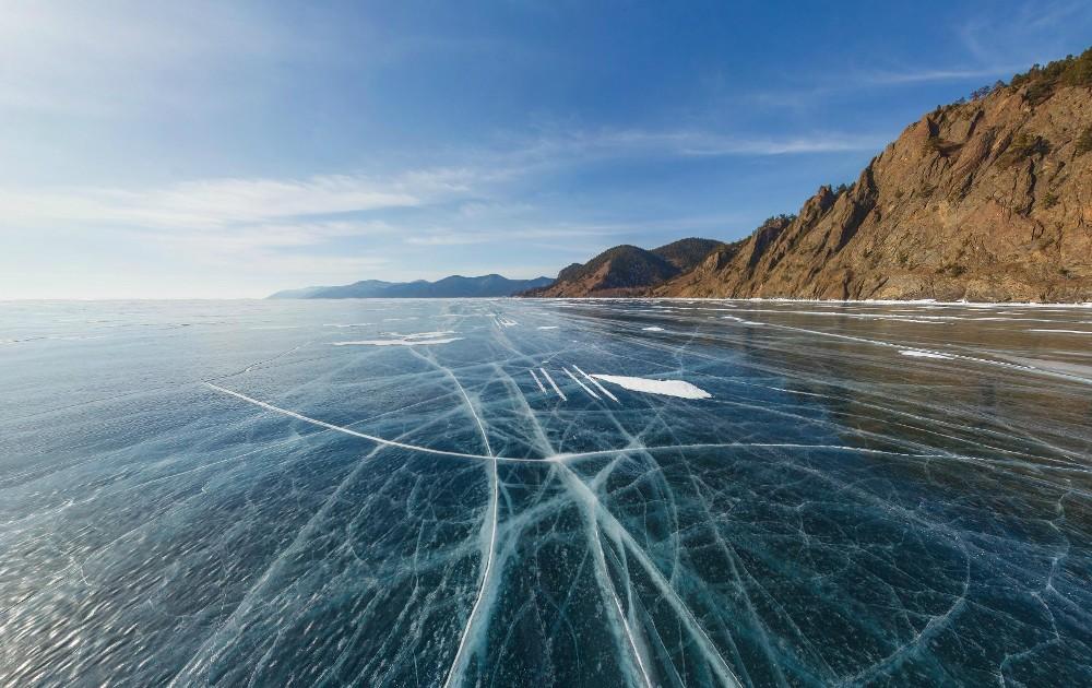 Жители Иркутска сбрасывают в Байкал нечистоты, чтобы защитить озеро от китайцев